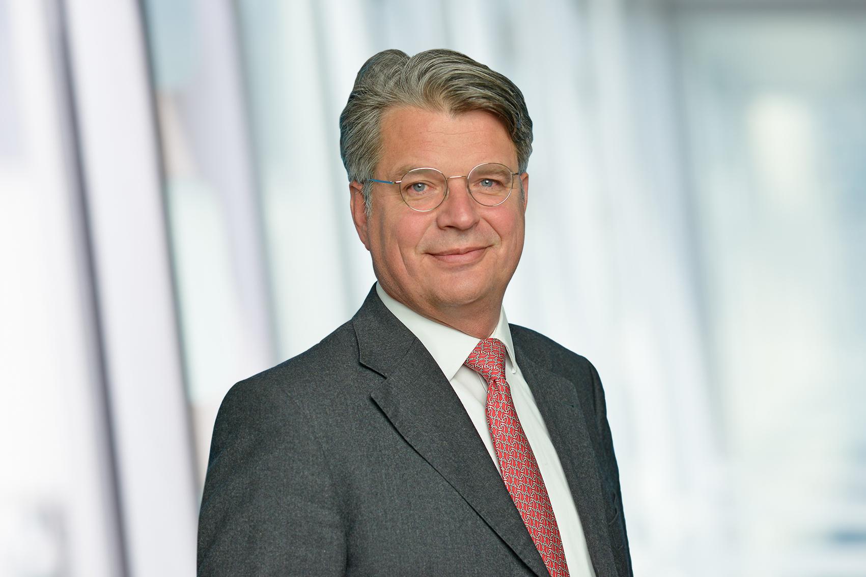 Headshot photo of Jules Grüninger