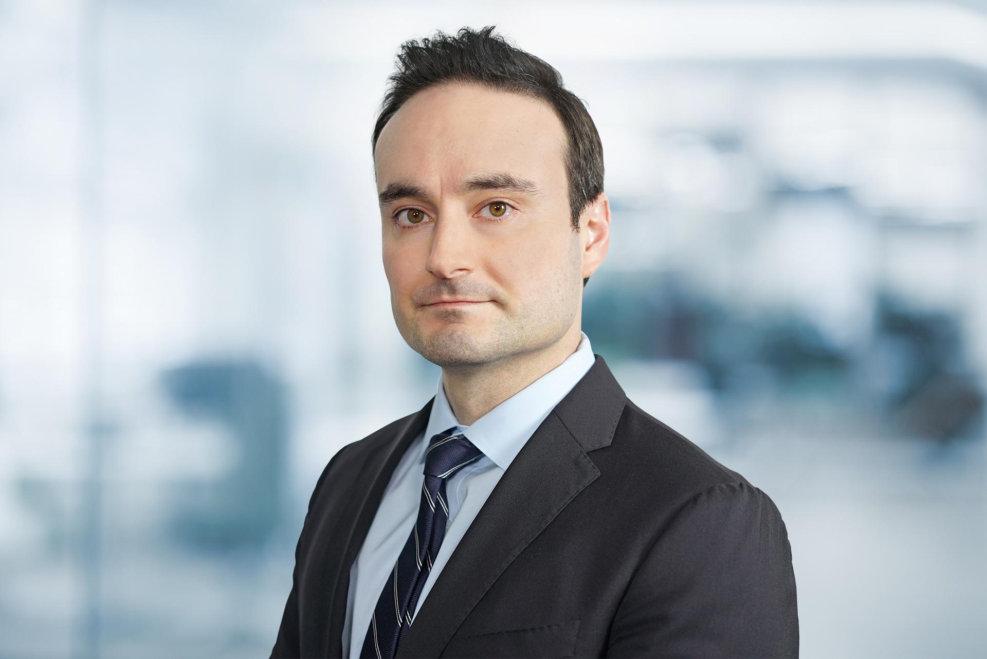 Headshot photo of Pedro Alvarez-Urena